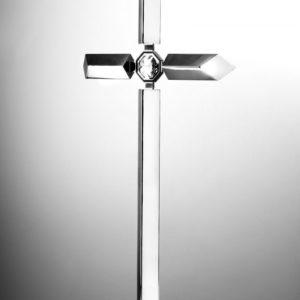 krzyż ze stali z kryształem