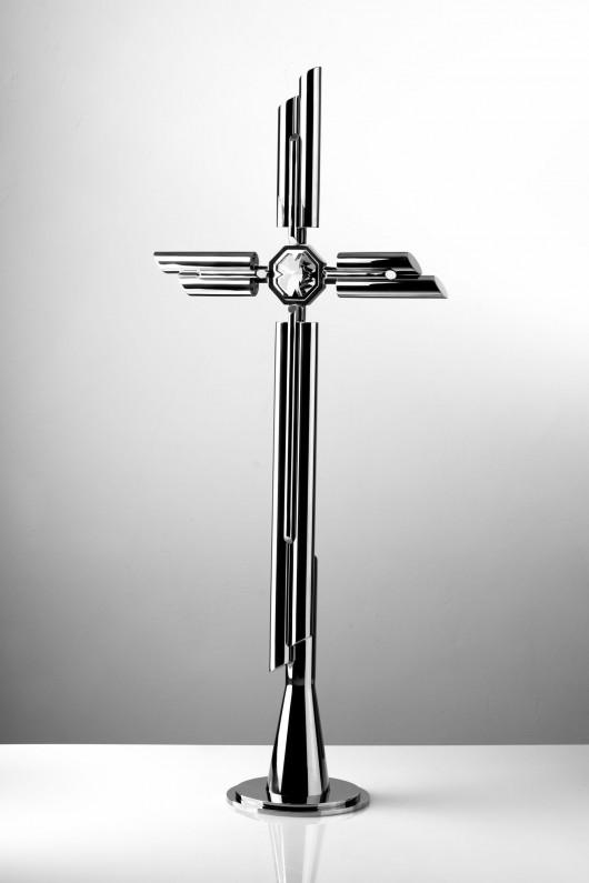 krzyż z kryształem