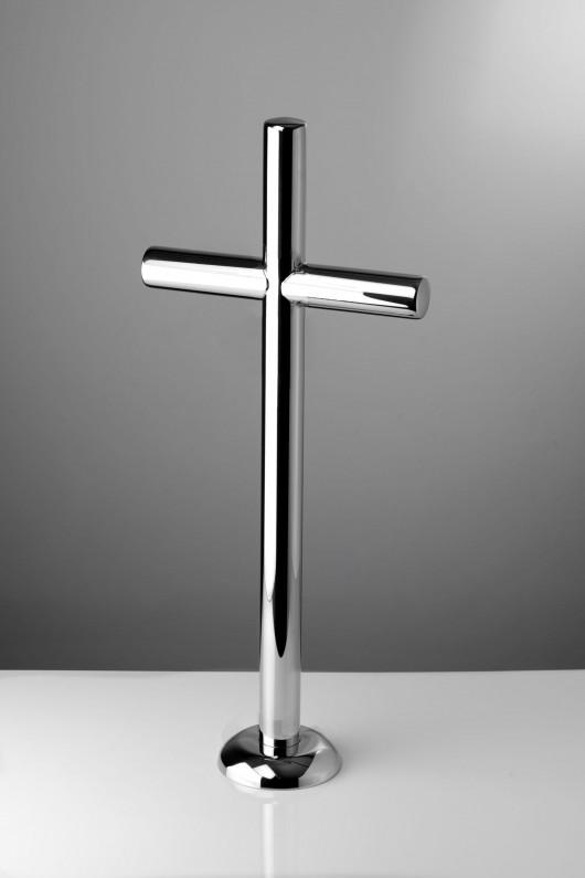 krzyż stojący ze stali nierdzewnej